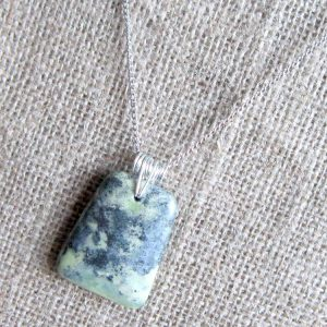 Chrysoprase trapezoid silver necklace