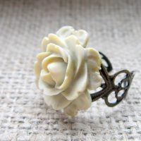 Cream flower bronze adjustable ring