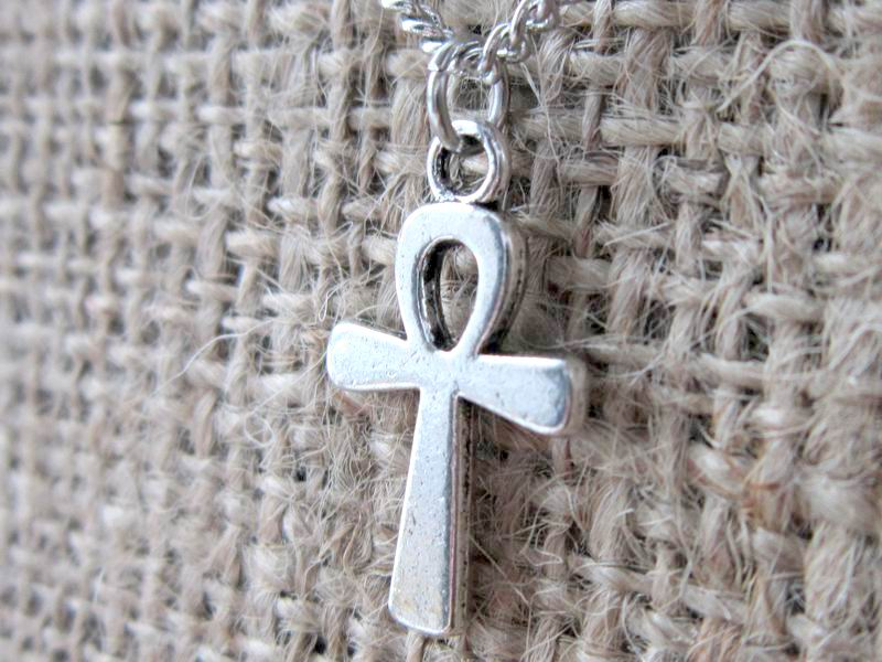 egyptian-ankh-silver-necklace-close-up