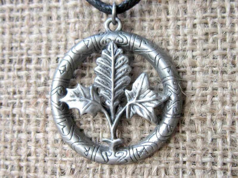 tree-runes-cord-necklace-gw01-pendant
